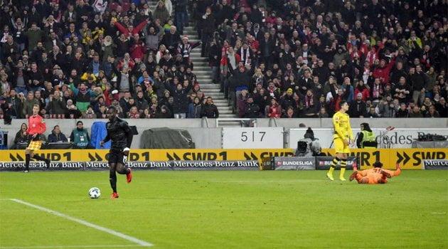 Chadrac Akolo a deschis scorul în meciul Stuttgart - Borussia Dortmund 2-1