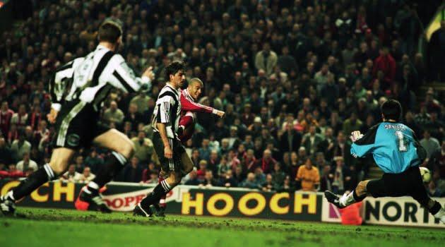 Stan Collymore a marcat pentru Liverpool în ultimul minut al meciului cu Newcastle din 1996