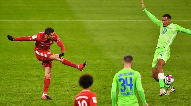 Robert Lewandowski în meciul Bayern - Wolfsburg 2-1