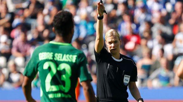 Bibiana Steinhaus, prima femeie care conduce la centru un meci din Bundesliga