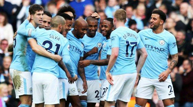Manchester City a spulberat-o pe Stoke, scor 7-2