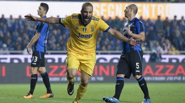 Gonzalo Higuain a marcat în meciul Atalanta - Juventus 2-2 (Serie A, 1 octombrie 2017)