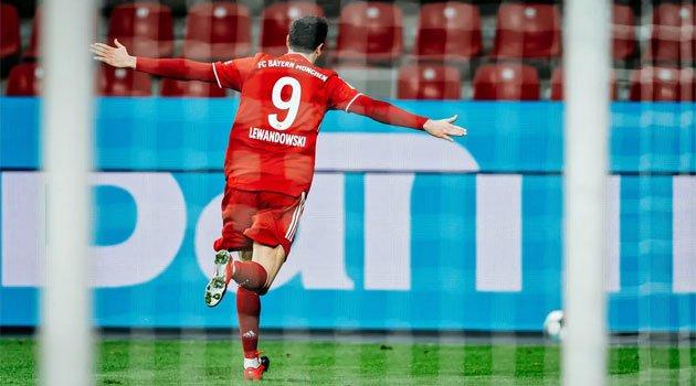 Robert Lewandowski în meciul Leverkusen - Bayern Munchen 1-2 (decembrie 2020)