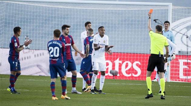 Eder Militao, eliminat în meciul Real Madrid - Levante 1-2 (30 ianuarie 2021)