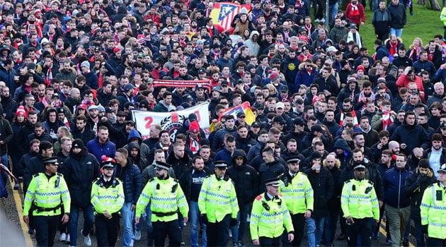 Suporteri al lui Atletico Madrid, înaintea meciului de la Liverpool